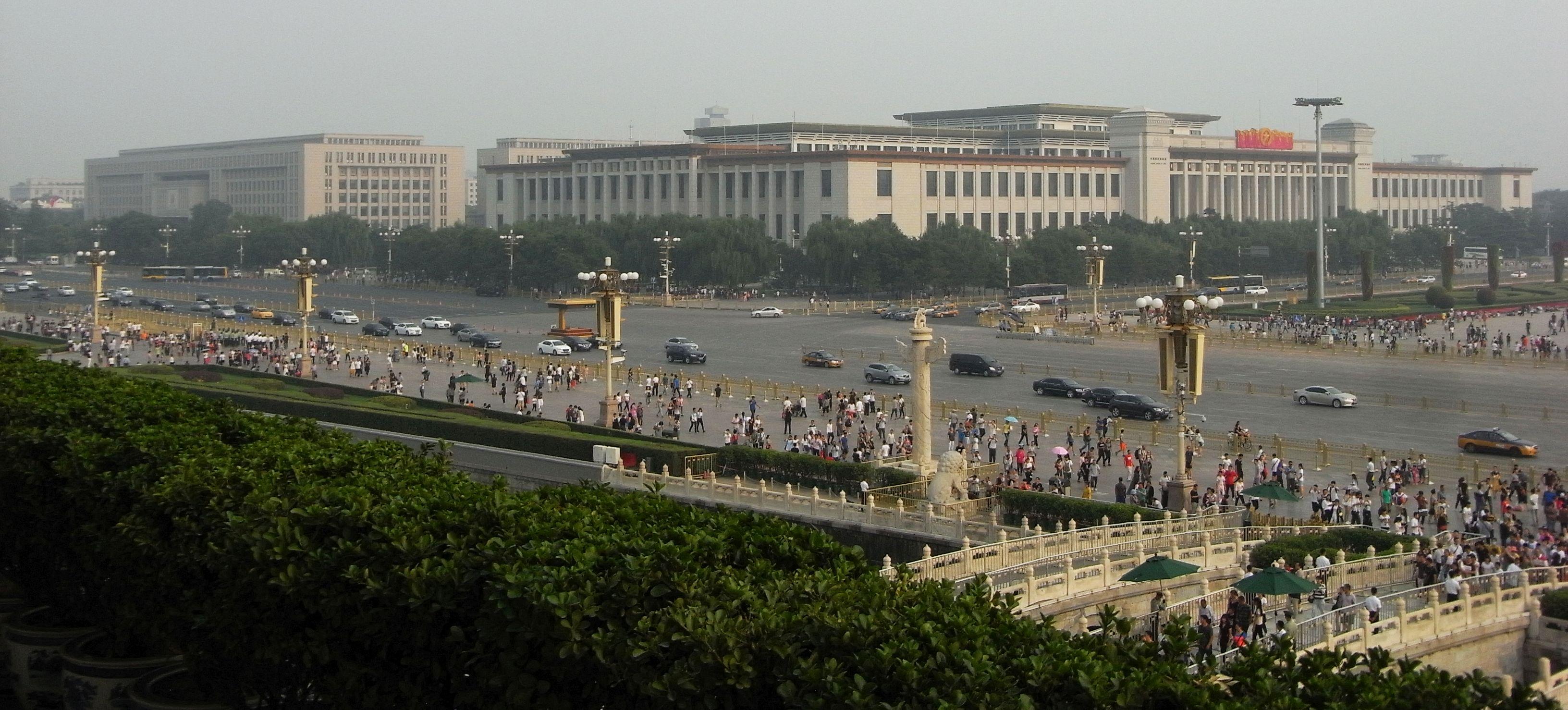 Peking Großer Platz links